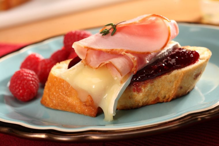 ham and brie crostini with fruit jam